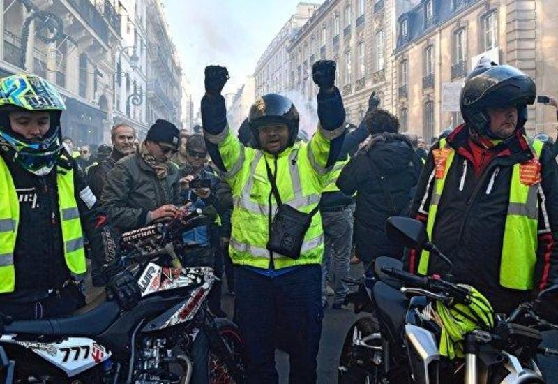 """""""Желтые жилеты"""" блокируют улицы в центре Брюсселя"""