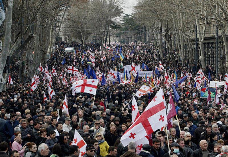 Спецназ освободил улицы от демонстрантов в Грузии