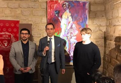 """В Баку открылась персональная выставка шведского художника Симона Арнса <span class=""""color_red"""">- ФОТО - ВИДЕО</span>"""