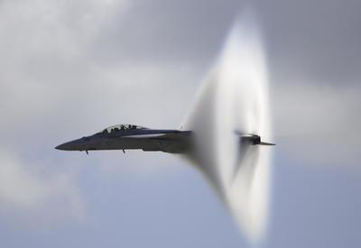 """Как самолет преодолевает звуковой барьер <span class=""""color_red"""">- ВИДЕО</span>"""
