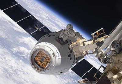 Американский грузовой корабль Dragon прибыл на МКС