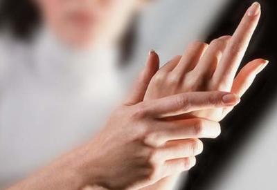 Почему немеют руки: 7серьезных причин