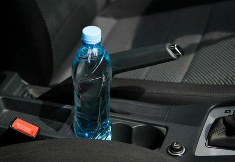 Вот почему нельзя оставлять в машине бутылку с водой
