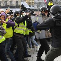 """Протестные акции в Париже: задержано более 1700 человек, десятки раненых <span class=""""color_red"""">- ОБНОВЛЕНО - ФОТО</span>"""