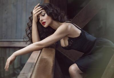 "Фото дня - Моника Беллуччи в соблазнительном total black в Марракеше <span class=""color_red"">- ФОТО</span>"