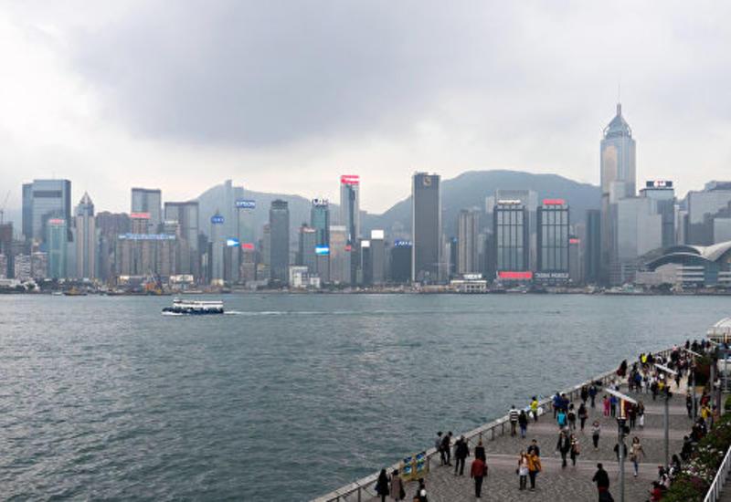 В Гонконге школьный автобус наехал на пешеходов: есть погибший, много пострадавших