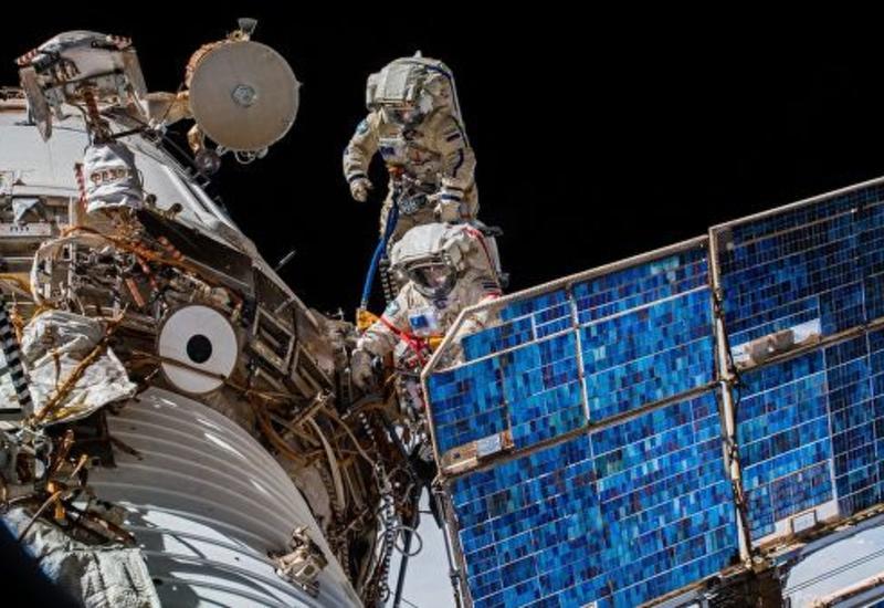 Ученые рассказали, кто эффективнее выполнять совместные задачи в космосе