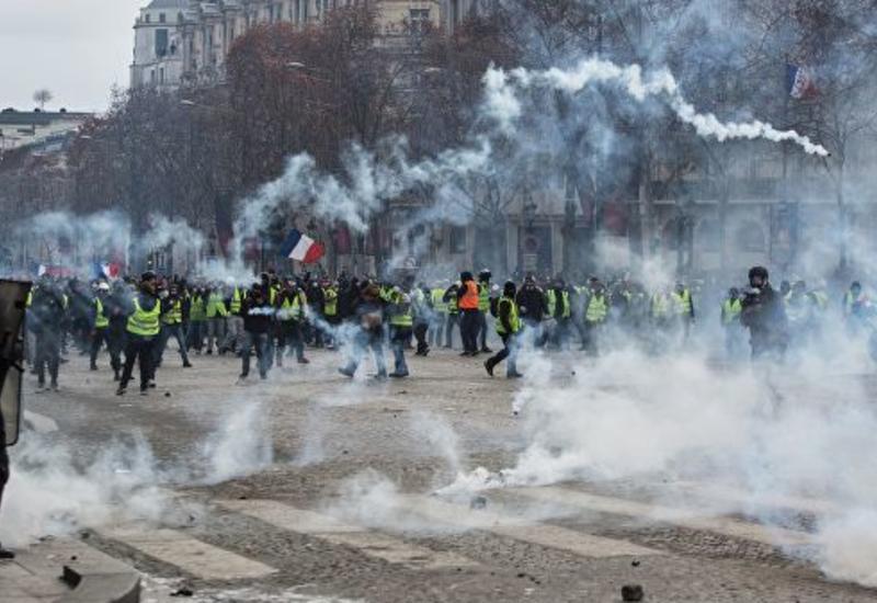Во Франции более четырех тысяч человек задержали с начала акций протеста