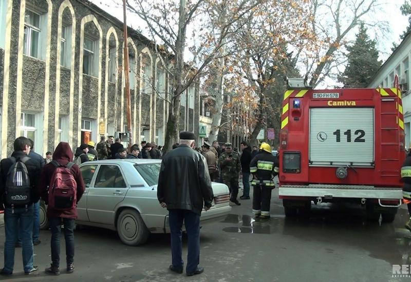 """В Азербайджане произошел сильный пожар в музыкальной школе, есть пострадавшие <span class=""""color_red"""">- ФОТО</span>"""
