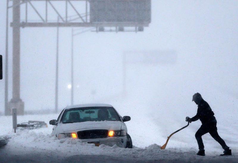 На США обрушилась снежная буря, есть жертвы