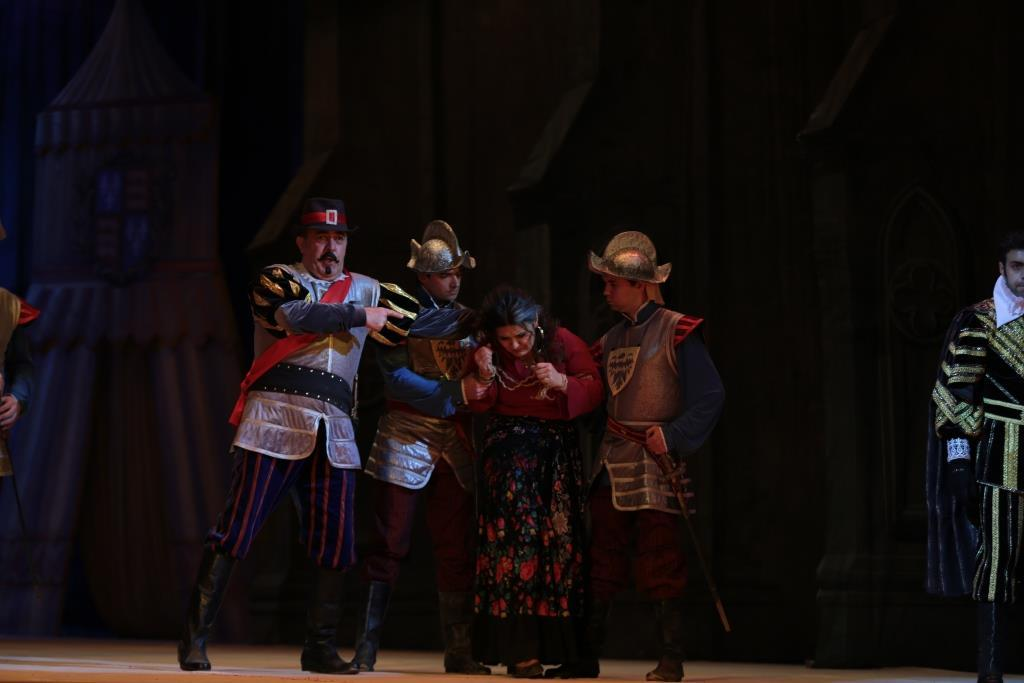 """Испанские тайны на сцене Театра оперы и балета - """"Трубадур"""" покорил зрителей"""