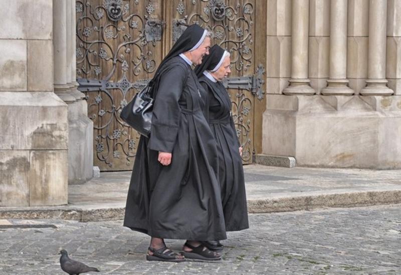 Монахини украли полмиллиона долларов и просадили их в казино
