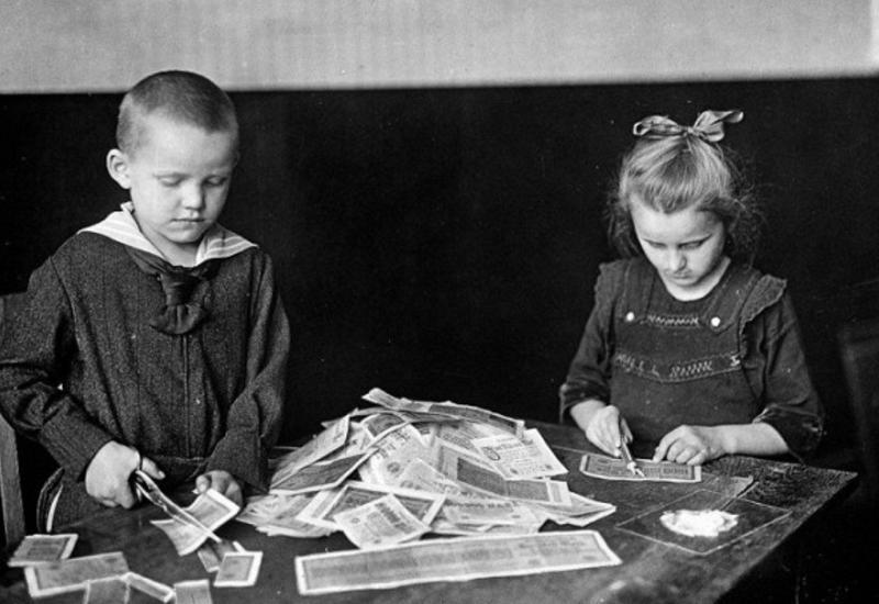 """Вся правда о страшной инфляции в Германии после Первой мировой войны <span class=""""color_red"""">- ФОТО</span>"""