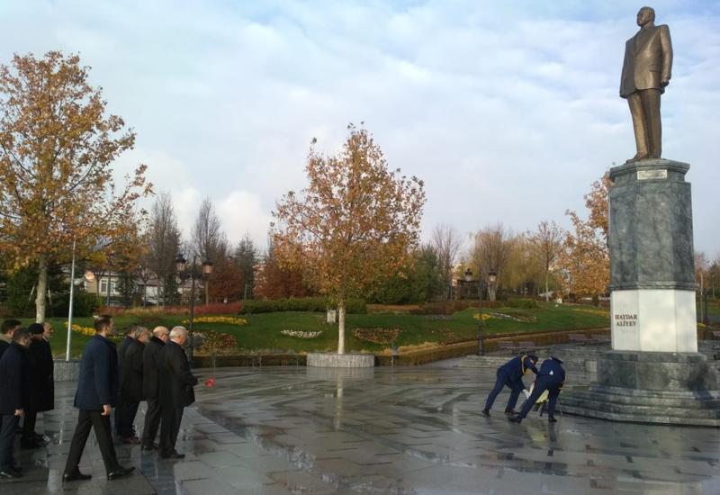 """В Анкаре и Стамбуле почтили память великого лидера Гейдара Алиева <span class=""""color_red"""">- ФОТО</span>"""