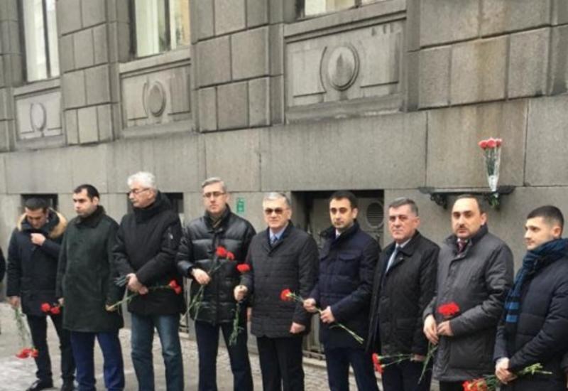"""В Санкт-Петербурге почтили память Общенационального лидера Гейдара Алиева <span class=""""color_red"""">- ФОТО</span>"""