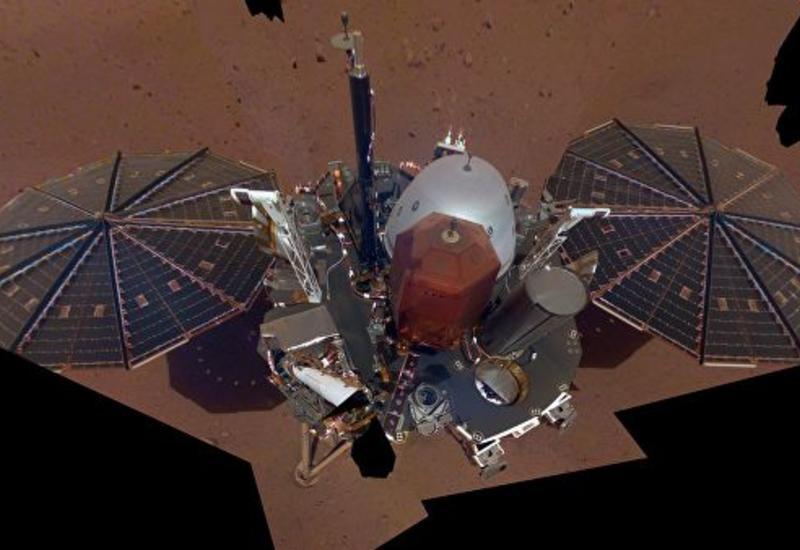 """Зонд InSight сделал первые """"селфи"""" на поверхности Марса"""