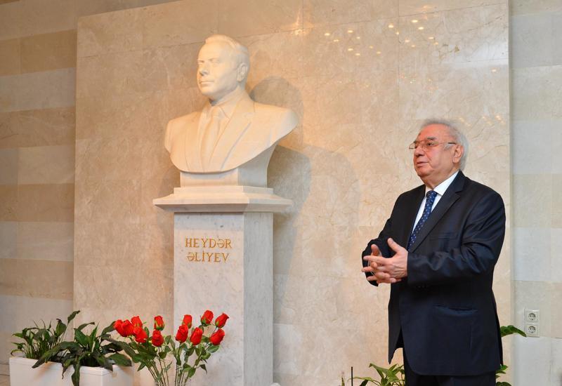 Коллектив Дворца Гейдара Алиева почтил память Общенационального лидера Гейдара Алиева