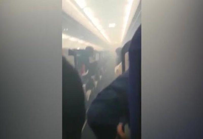 """Самолет с 136 пассажирами на борту совершил экстренную посадку <span class=""""color_red"""">- ВИДЕО</span>"""