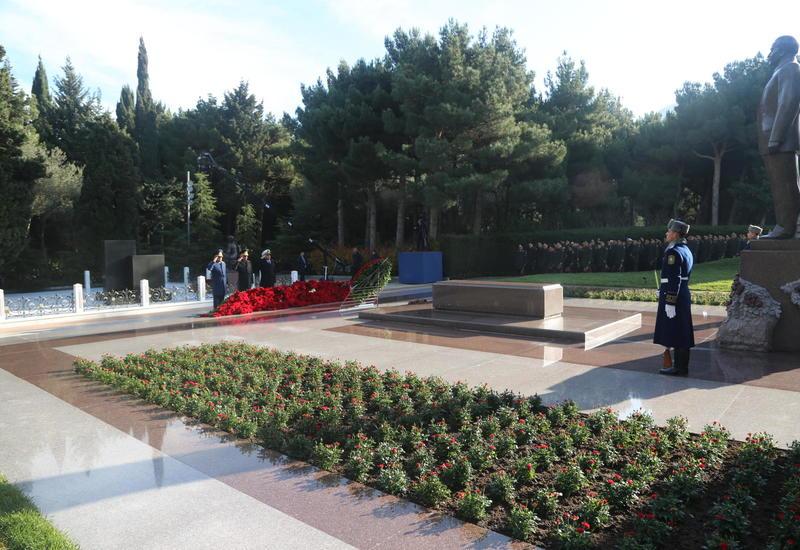 Личный состав минобороны Азербайджана почтил память Общенационального лидера Гейдара Алиева