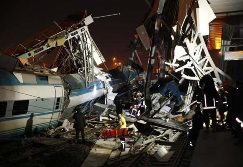 """В Турции поезд сошел с рельсов: есть погибшие, много раненых <span class=""""color_red"""">- ОБНОВЛЕНО - ФОТО - ВИДЕО</span>"""