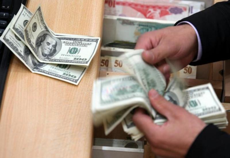 В Азербайджане изменен порядок выдачи кредитов в долларах