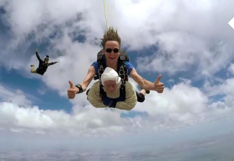 102-летняя австралийка стала самым старым парашютистом в мире