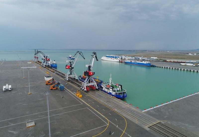 Бакинский порт увеличил объем грузоперевозок