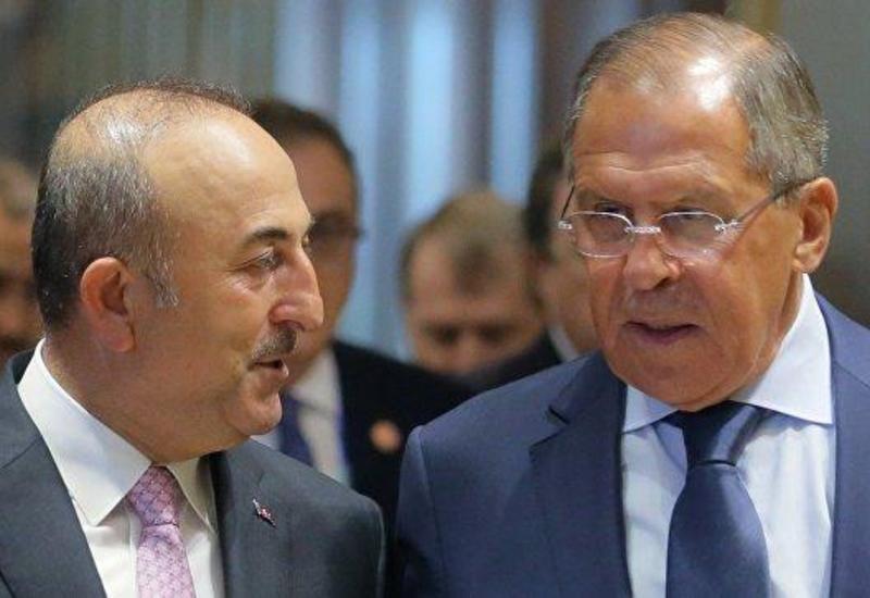 Главы МИД Турции и России встретились в Баку