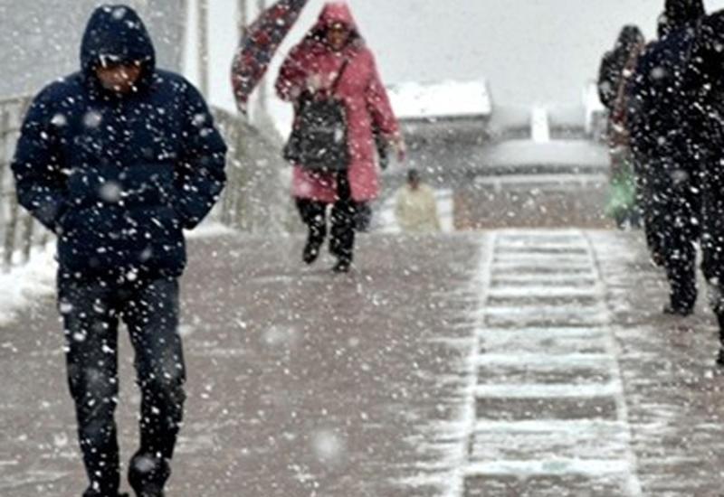 """Сильный снег и гололед в Анкаре <span class=""""color_red"""">- отменены уроки в школах</span>"""