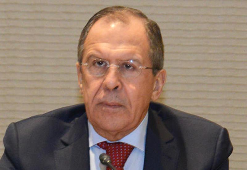 Лавров посетил выставку Таира Салахова во время визита в Баку