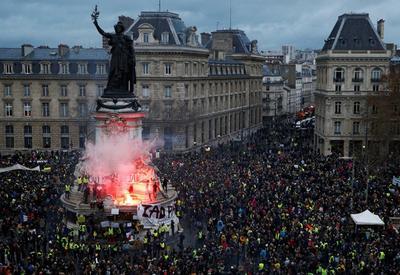 """Армяне разрушают Францию <span class=""""color_red"""">- Шагинян взрывает Париж</span>"""