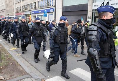 В Брюсселе полицейский застрелил мужчину, набросившегося на него с саблей