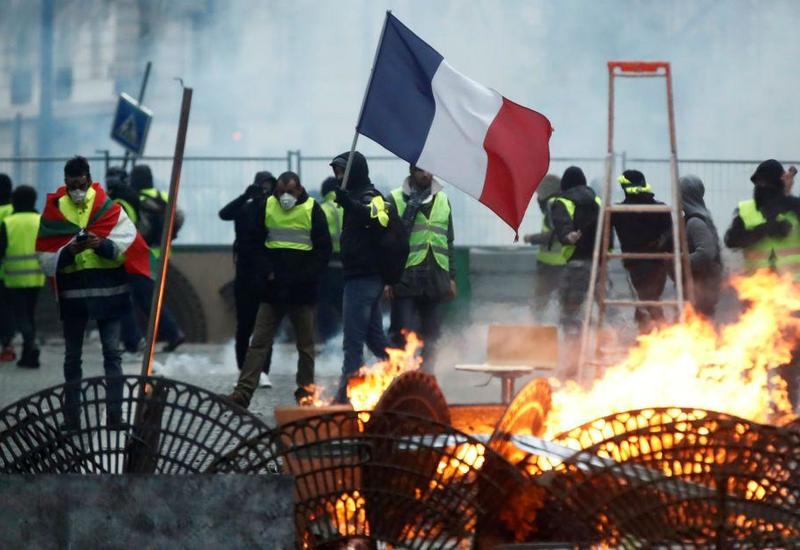 """Массовые аресты во Франции <span class=""""color_red"""">- счет идет на сотни</span>"""