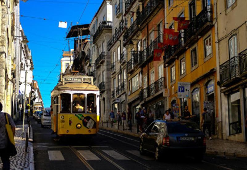 В Лиссабоне трамвай сошел с рельсов: пострадали 28 человек