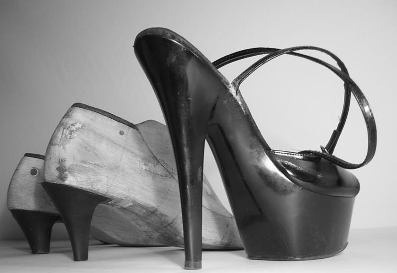 Как появилась обувь на каблуке