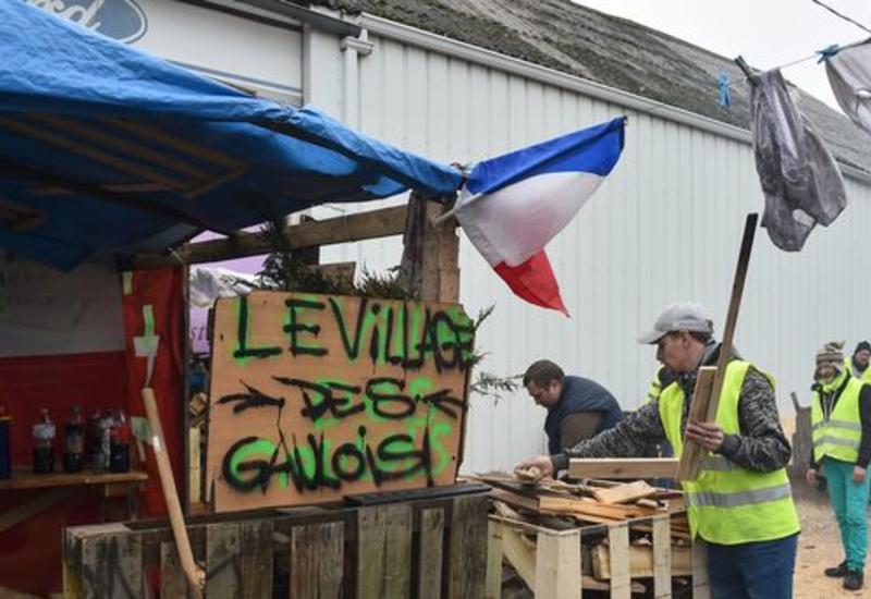 """Во Франции нашли способ договориться с """"желтыми жилетами"""""""