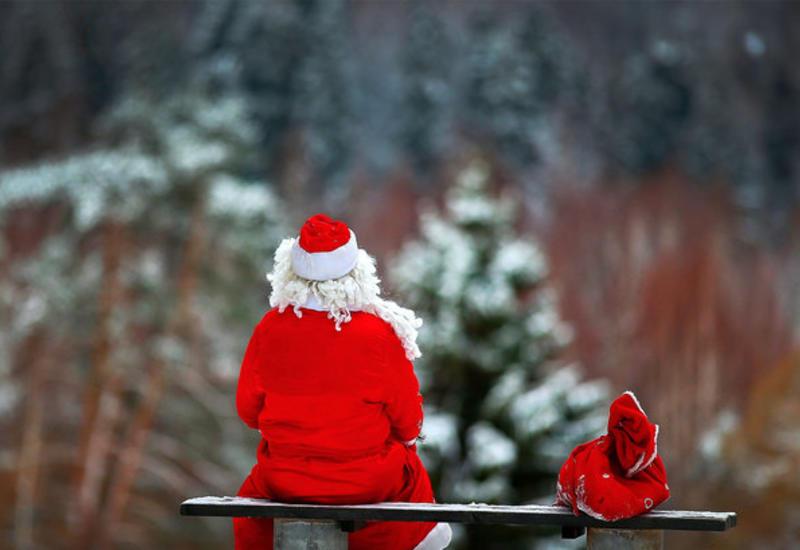 Дед Мороз и Санта Клаус встретились на мосту между Россией и Эстонией
