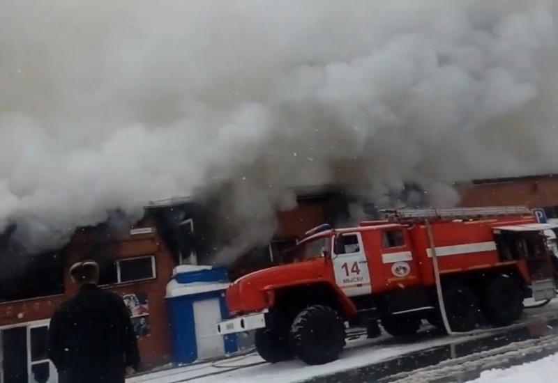 "Tорговый центр загорелся в Кузбассе <span class=""color_red"">- ВИДЕО</span>"