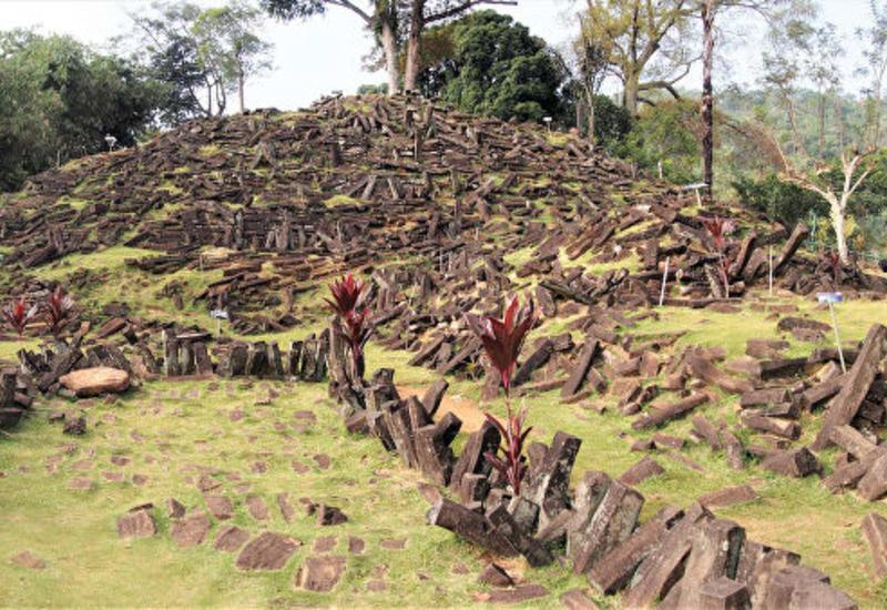 В лесах Индонезии нашли загадочную древнюю пирамиду