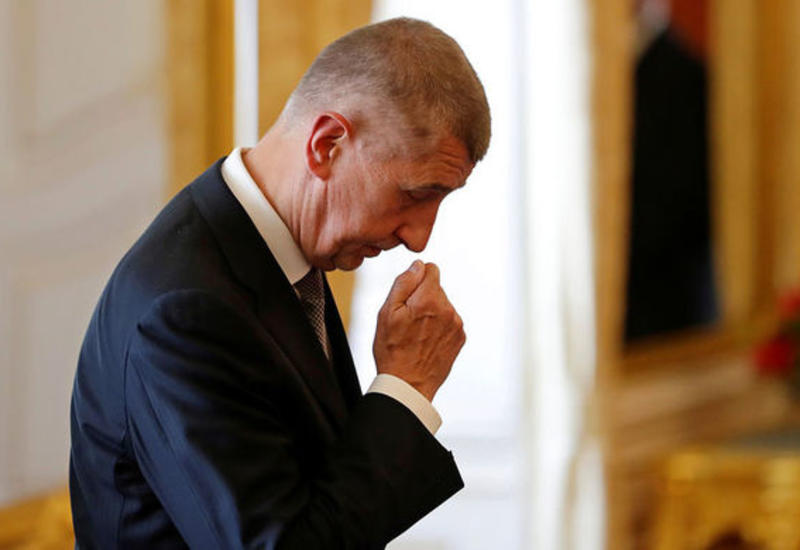 Премьер Чехии запретил чиновникам использовать телефоны Huawei
