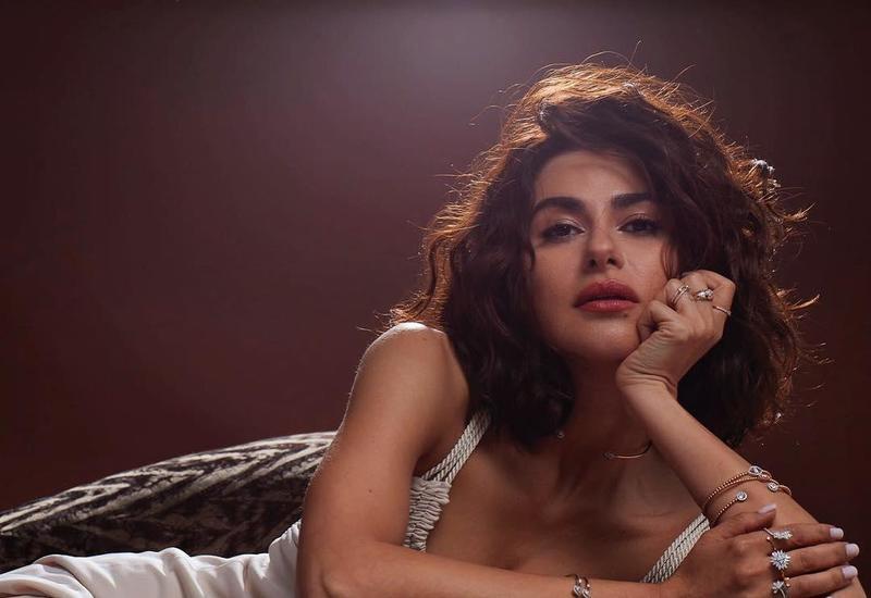 """Азербайджанская актриса поразила всех своим нарядом <span class=""""color_red"""">- ФОТО</span>"""