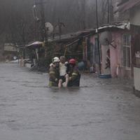 """В Стамбуле бушует сильный шторм, эвакуированы люди <span class=""""color_red"""">- ОБНОВЛЕНО - ФОТО - ВИДЕО</span>"""