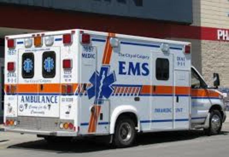 Неизвестный протаранил толпу людей перед баром в Канаде, есть пострадавшие