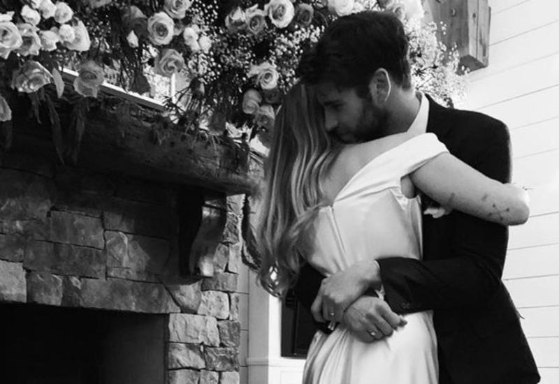 Майли Сайрус поделилась свадебными фотографиями
