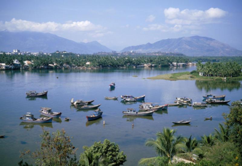 Во Вьетнаме перевернулась лодка с туристами: есть погибший и пострадавший