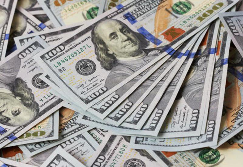 Азербайджанцы стали значительно меньше покупать доллары