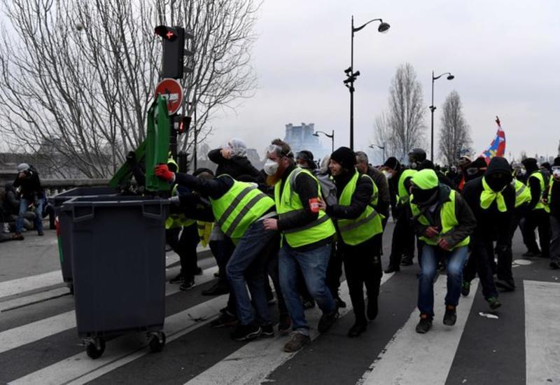 """Полиция задержала 26 человек на протестах """"желтых жилетов"""" в Париже"""