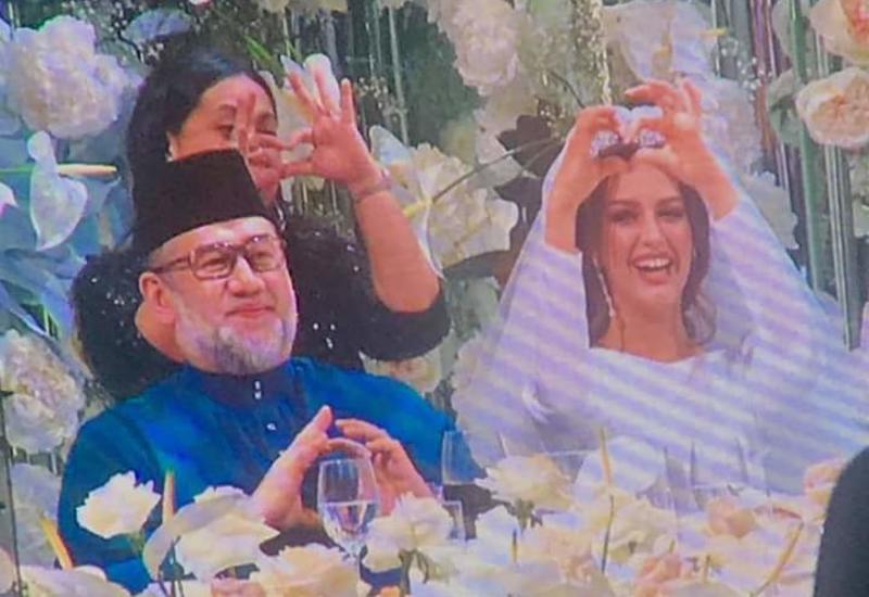 Король Малайзии, женившись на «Мисс Москва — 2015», отрекся от престола