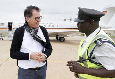 Самолет министра ФРГ сломался в Африке
