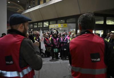 В Германии сотрудники аэропортов объявили забастовку, отменены сотни рейсов